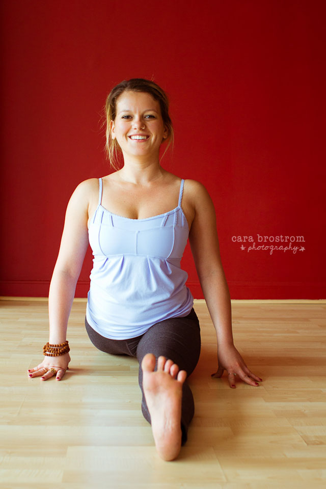 yoga photography smiling hanumanasana splits yoga pose